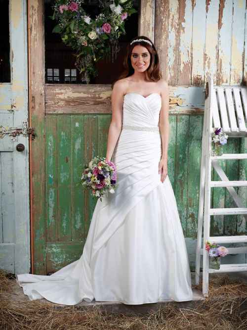 Love Wedding Dress Amanda Wyatt matt satin a-line
