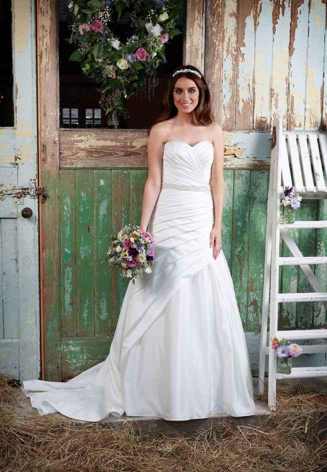 Love Wedding Dress Amanda Wyatt matt satin a-line