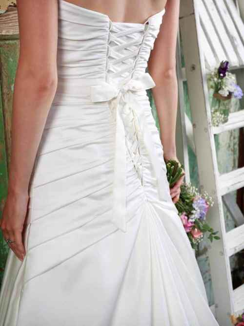 Love by Amanda Wyatt Wedding Dress