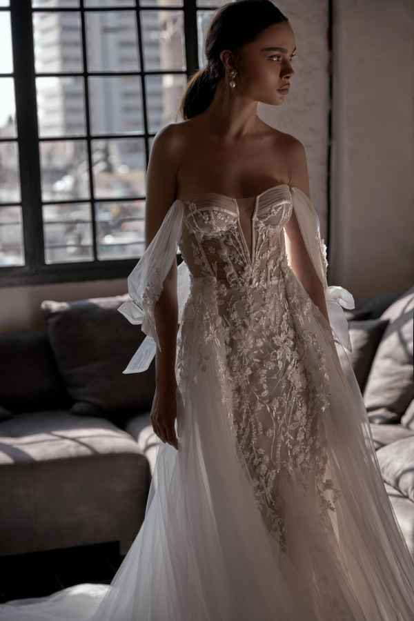 Julie Vino 2002 Donna Wedding Dress at Sass & Grace Bridal Boutique